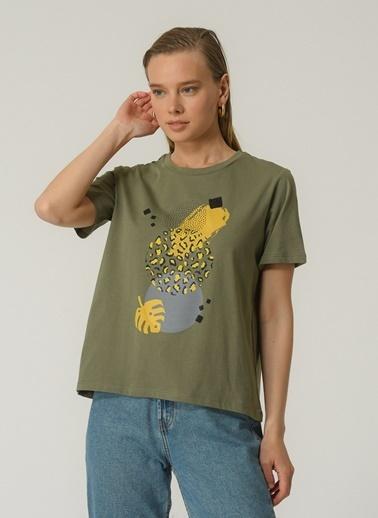 People By Fabrika Kadın Baskılı  Tişört PFKSS21TS0107 Haki